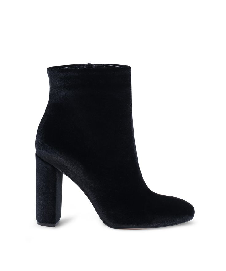 SANTE pointed toe ankle bootie for the velvet lovers! Black