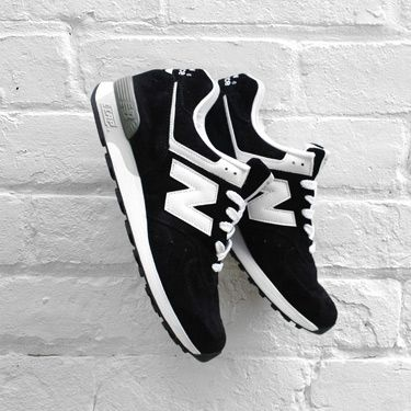 black and white new balance trainers