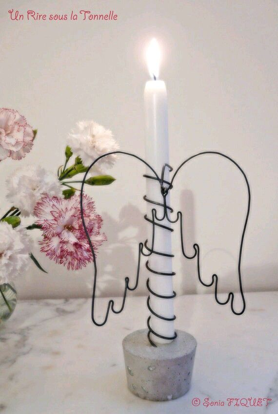 Puedes transformar una simple vela blanca y lisa en un bello objeto decorativo usando un poco tu creatividad e imaginación. No es necesario...