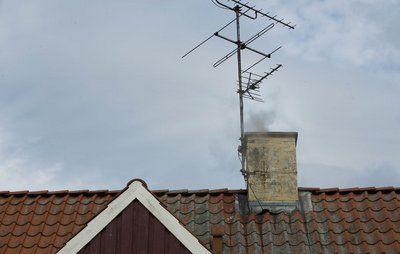 Kommuner forbyder natfyring i brændeovne