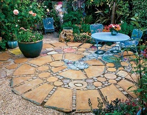mosaik im garten spiralförmig steinplatten