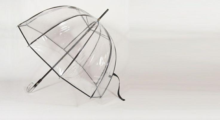L'invisible Parapluie de Paris http://www.parapluieparis.com/fr/parapluie-droit/28-parapluie-cloche-transparent-femme.html#