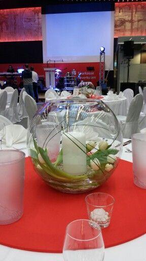 Blumendekorationen Köln, Tischdekorationen für Hochzeiten und Firmenveranstaltungen in passenden Gefäßen