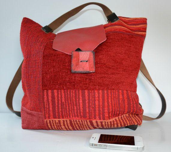ANTONELLA: borsa/zainetto in tessuto stile patchwork, interamente foderata, 2 comode tasche, tracolla e chiusura in cuoio