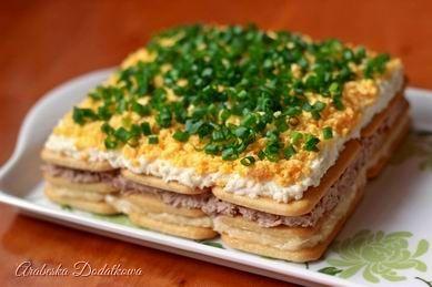 ARABESKA II: Sałatka z tuńczykiem na krakersach