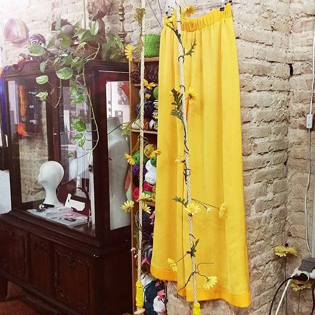 Comparte tus momentos #ruzafagente con nosotros. 🔝📷@latelierdemaria  Preparando la primavera 🌸🌼🌻#handmade #hechoamano #palazzo #yellow #Curafemenia17 #valencia #ruzafagente #clothing #valenciaspain #springishere