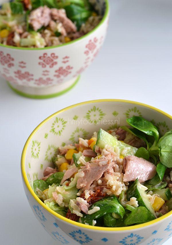 Tuna rice salad. Easy lunch idea