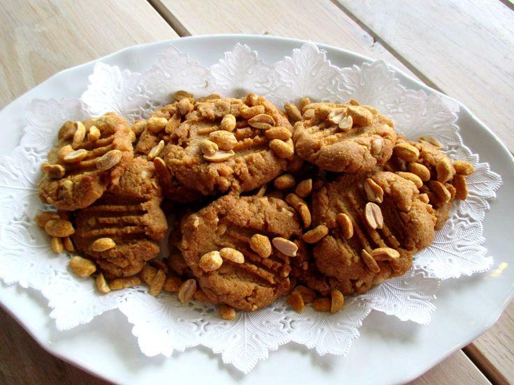 kolmen raaka-aineen maapähkinävoikeksit / Tinskun keittiössä