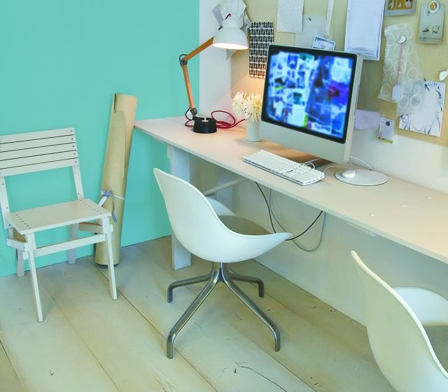 Czerwień dla handlowca, odcienie niebieskiego dla architekta, róż dla florystki. Kolor może pomóc odnieść sukces w życiu zawodowym!