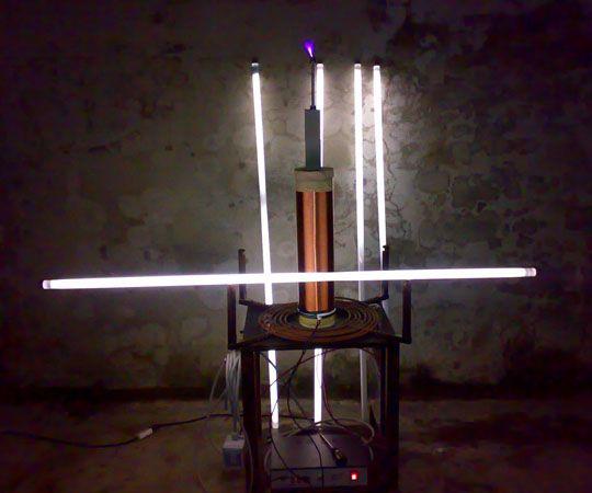 Le magie dell'alta tensione... neon accesi senza fili!