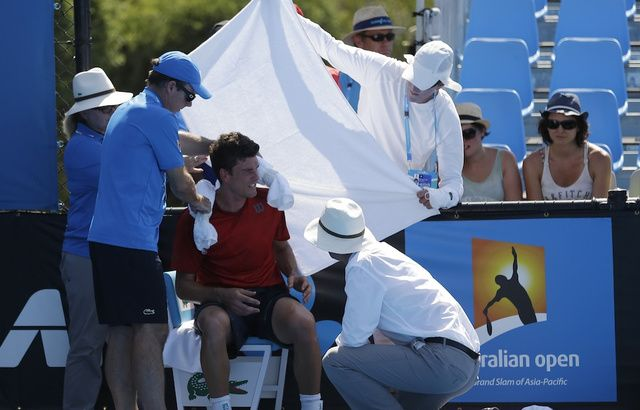[A doctor tends to Canadian tennis player Frank Dancevic, who hallucinated the animated character Sn - http://joronomo.com/a-doctor-tends-to-canadian-tennis-player-frank-dancevic-who-hallucinated-the-animated-character-sn/