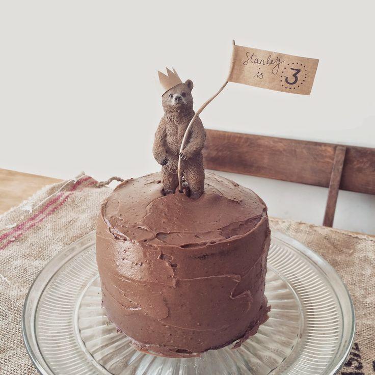 Verjaardagstaart topper met beertje; lief! Bear birthday cake topper, so cute!