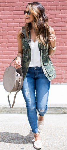 summer outfits Camo Vest + White Top + Ripped Skinny Jeans