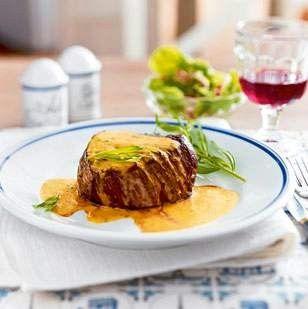 Café de Paris sosu ilk olarak 1940'lı yıllarda Cenevre'deki Café de Paris isimli bir restoranda tanındı ve giderek daha da popüler hale geldi. Resto
