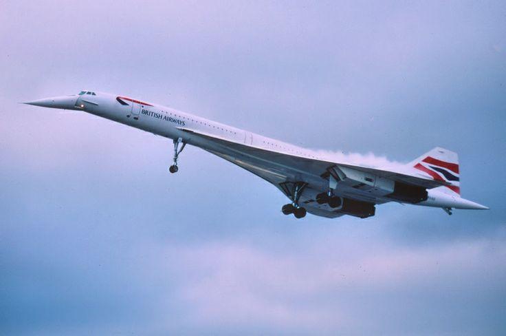 Le Concorde est un avion de ligne produit par le duo franco-britannique Sud-Aviation et British Aircraft Corporation. Mis en service en janvier 1976,  Supersonique, le Concorde profite d'une vitesse de croisière de Mach 2,02 (2 145 km/h), et d'une vitesse de pointe de Mach 2,23 soit 2 368 km/h ! Pouvant accueillir 100 passagers en version commerciale,  Cet accident marque la fin du Concorde, qui se retire en avril 2003.