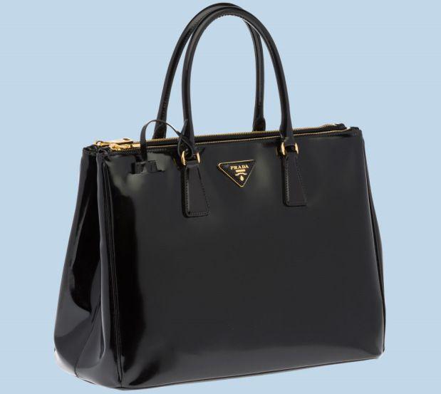 Prada. En Gucci, Armani, Valentino, Versace, Dolce & Gabbana – het zijn namen die meer zijn dan dure Italiaanse kledingmerken; ze roepen een wereld op van geld en conspicuous consumption.