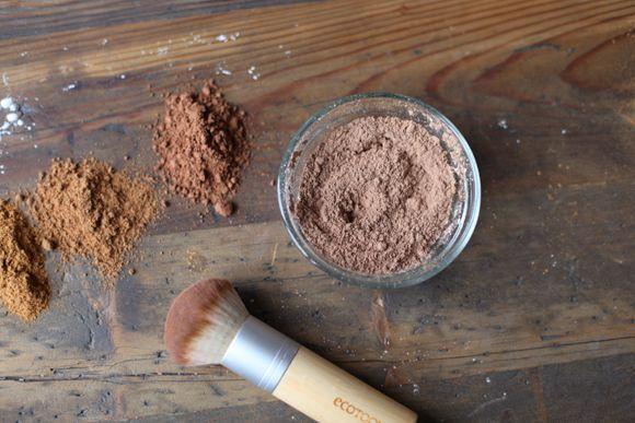 Homemade Natural Bronzer Recipe using: Ground cinnamon Ground nutmeg Cocoa powder Cornstarch An empty, sealable container.