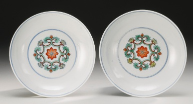 A RARE PAIR OF DOUCAI 'CRANES' DISHES QIANLONG MARKS AND PERIOD - Sotheby's