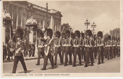 Unknown British Publisher Postcard - London Changing the Guard Buckingham Palace