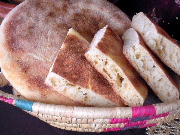 """*A l'occasion du mois du ramadan, je re-publierai les recettes """"orientales"""" afin que vous puissiez les retrouver facilement. Bon ramadan à tous ceux qui le font. Voici exactement le pain que font mes deux grands-mères, aussi bon celui de ma grand-mère..."""