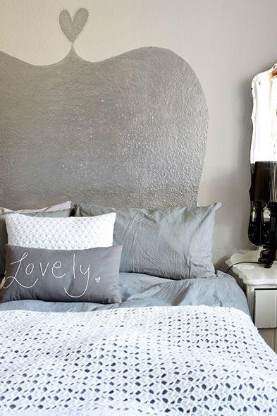Hét geheim van een stijlvol interieur   Huistuin   Netherlands - 4. Een beetje bling-bling Voor een vrouwelijke touch voeg je wat bling-bling toe aan je slaapkamer door een trendy bedhoofd op je muur te schilderen. Zilververf reflecteert licht, dus de ruimte voelt groter aan.