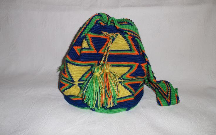 Bolso.  Bag mochila wayuu. Mochila de 26 de diametro x 27 de alto (+/-)