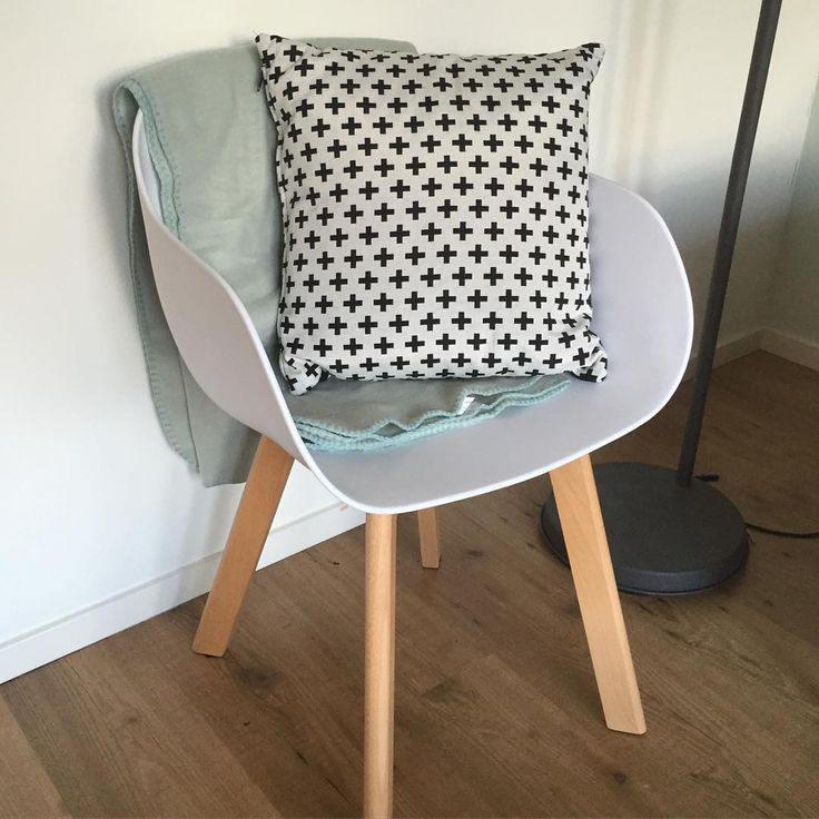 @clarissa_my, Wat heb je stoel New York mooi gecombineerd met het kussen! #kwantum #wonen #stoel #kussen > https://www.kwantum.nl/meubelen/stoelen/meubelen-stoelen-eetkamerstoelen-kuipstoel-new-york-wit-1323020