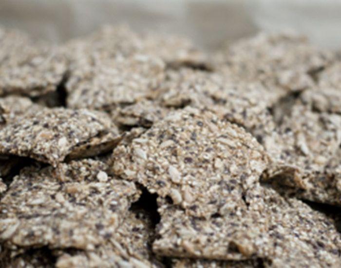 Bruk dem som knekkebrød eller som chipsbiter til rømmedip. Slike fiberrike knekkebrødbiter gir en behagelig metthetsfølelse som varer lenge.