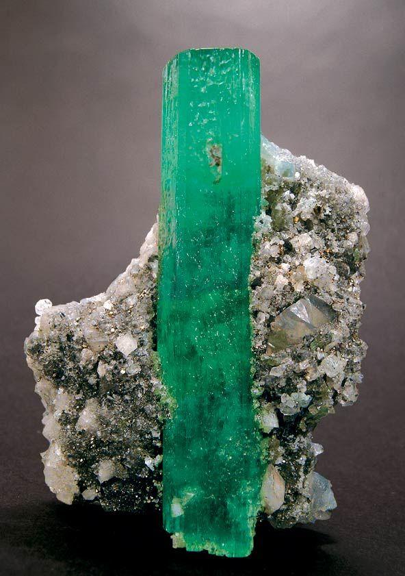 Május - Smaragd
