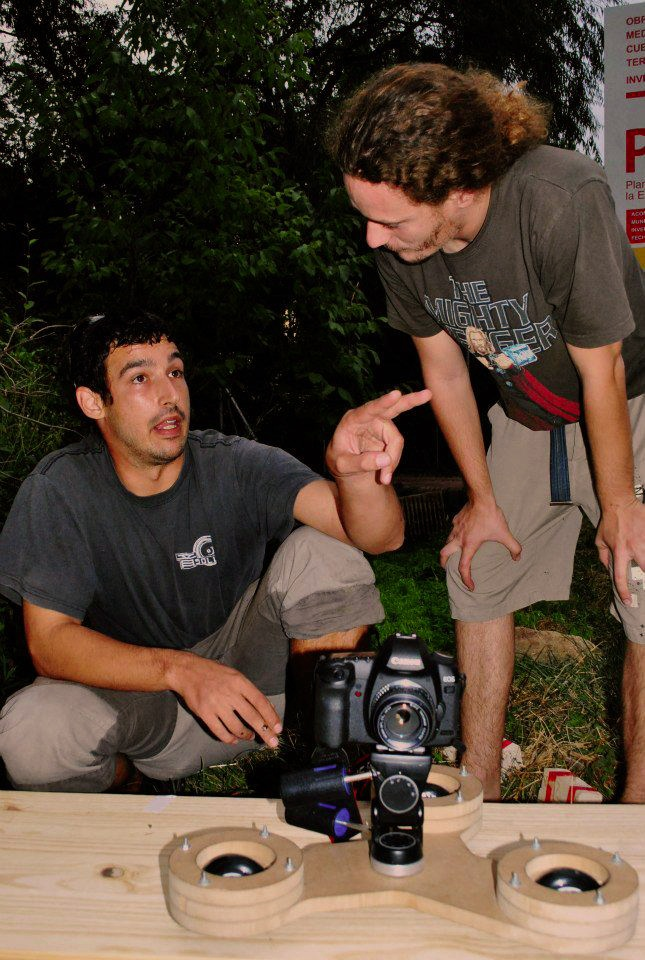 El director de foto discutiendo planos con el director del cortometraje...