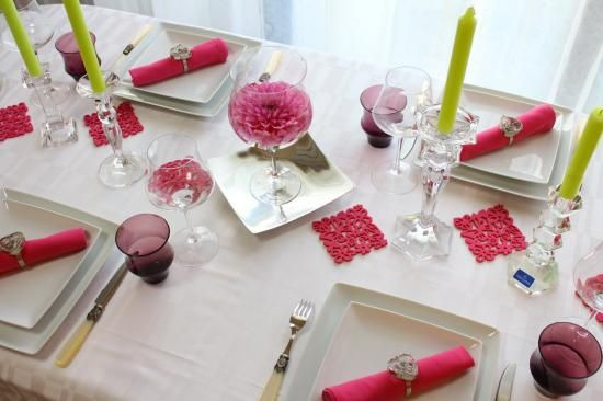 purpur rosa farbthema tischdekoration frühling