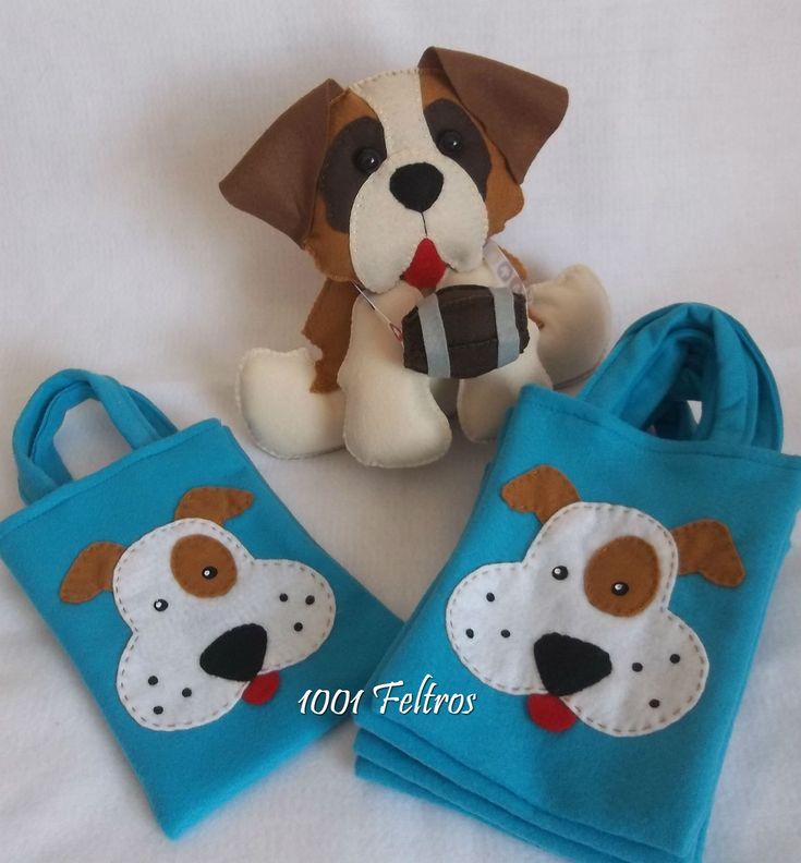 Enfeite de mesa modelo São Bernardo para festa infantil e sacolas para lembrancinhas com aplique de cachorrinho. É possível fazer de...