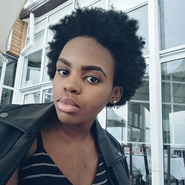 Happy valentines day to all those celebrating from Me & FroThangs...Love & light to you and your loved one! 💗.#valentinesday #celebratinglove #monthoflove #love #afro #girlswithfros #minimal #minimalist #light #white #black #leatherjacket #neutralmakeup #simple #naturalhair #sablogger #lifestyleblogger #huaweiza