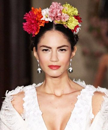 Fierce Frida Give a flower-adorned nod to the original purveyor of DIY flower crowns and bold brows, Frida Kahlo, in the form of a silk flower crown, like this one from the Carolina Herrera runway.