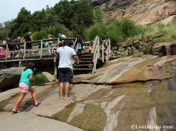 Lugar donde termina la pasarela de madera, a los pies de la cascada del Ézaro