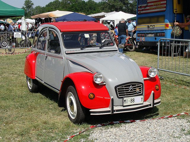 Citroën 2CV red and grey Dolly by Maurizio Boi, via Flickr • Novegro Lombardy • May 23 2009 • citroen 2CV
