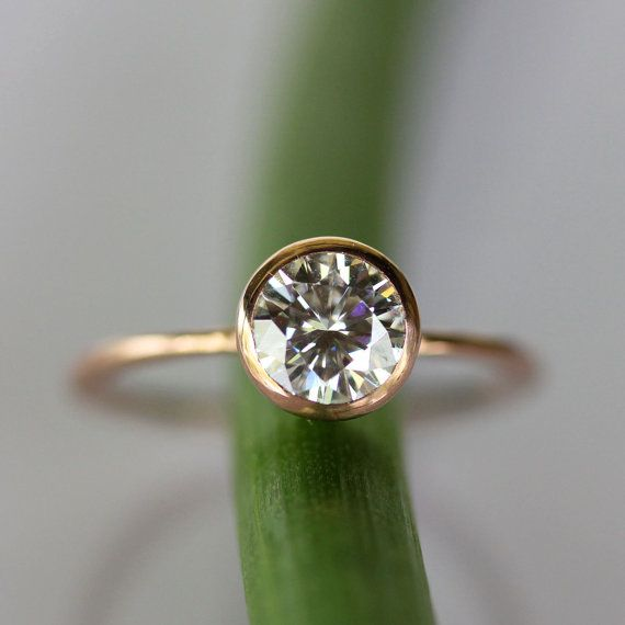6mm Moissanite 14K Rose Gold Engagement Ring por louisagallery, $560.00