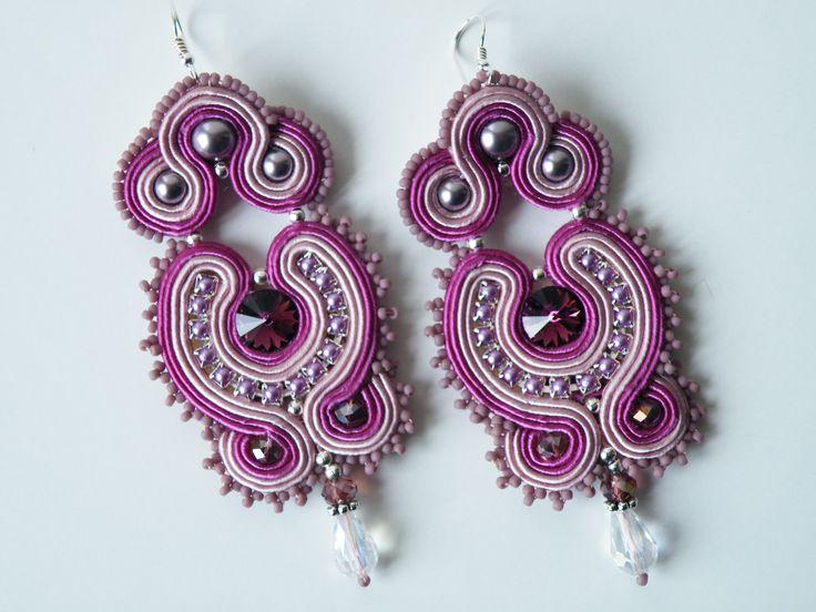 Orecchini Soutache lavanda-lilla con perle, rivoli Swarovski, catena perline Preciosa, cristalli, perline Toho e monachella in argento 925