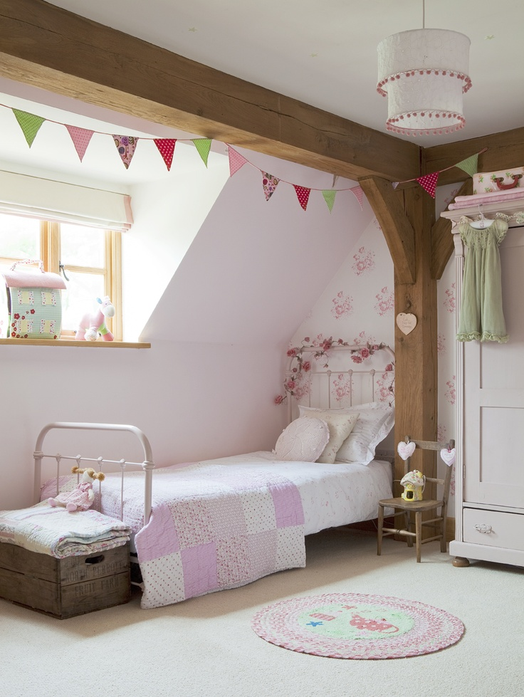 Border Oak - Perfect little girl's room.