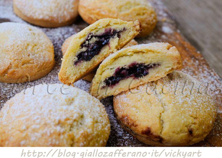 Biscotti+morbidi+ripieni+con+marmellata+di+mirtilli
