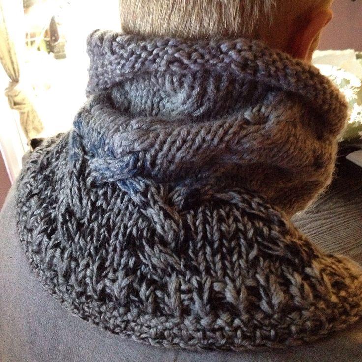 Halsrør strikket i uld/acryl med snoninger
