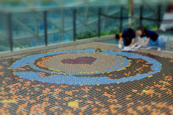 Zobaczcie jak udało nam się pobić rekord Guinnessa w ułożeniu mozaiki z kapsułek kawy oraz największego obrazu z kawy. #mozaika #tchibo