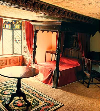 Medieval. -- four poster bed, small bed, thick curtains, ornamental rug