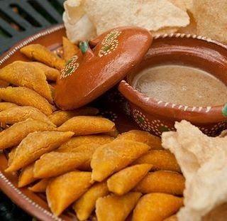 Las empanadas de Pipián son típicas de Popayán, el pipián como relleno de tamales, de empanadas o como principio es un distintivo de la Coc...