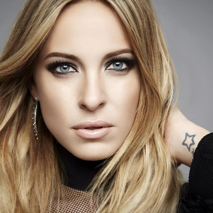Joyeux anniversaire à notre égérie et auteure-compositrice-interprète @mariemaireal ! // Wishing the happiest of birthdays to our brand ambassador and talented singer-songwriter, @mariemaireal!