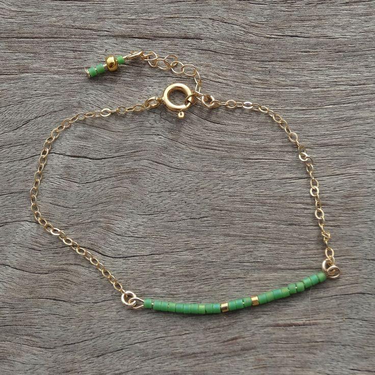 Bracelet fin en perles Miyuki sur chaine fine en gold filled et fermoir a ressort plaqué or : Bracelet par missmel