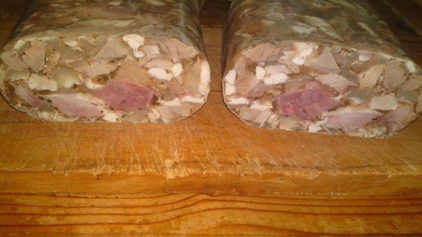 Lahôdková tlačenka z dvoch druhov mäska