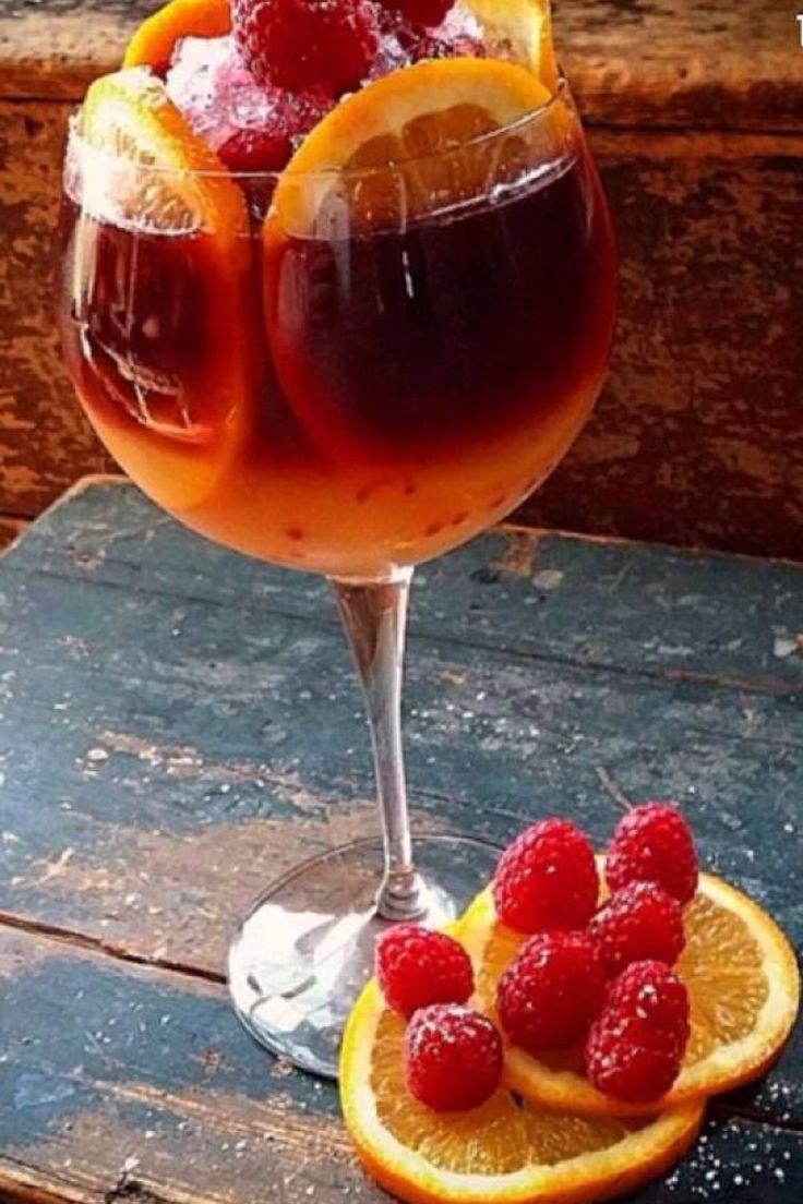 Sangria rossa con lamponi e arance: il cocktail dell'estate. http://winedharma.com/it/dharmag/agosto-2014/sangria-rossa-con-lamponi-e-arance-il-cocktail-dellestate