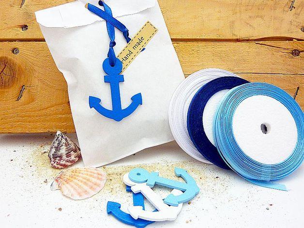 Geschenktüten mit maritimen Anker-Anhänger / gift bags with anchor tags by SachundPack via DaWanda.com
