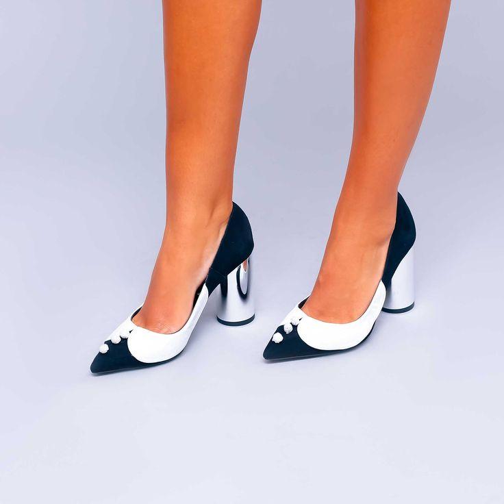 Pantofii de damă Mineli Black Office reprezintă piesa de rezistență atât pentru ținutele casual cât…